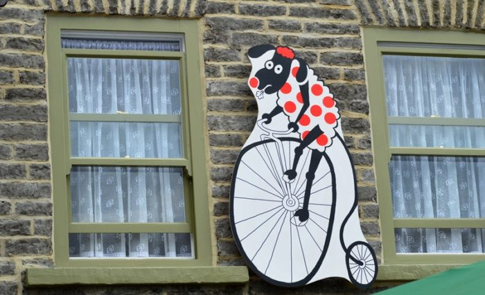 Black Swan Hotel at Leyburn with TDF cyclist decoration