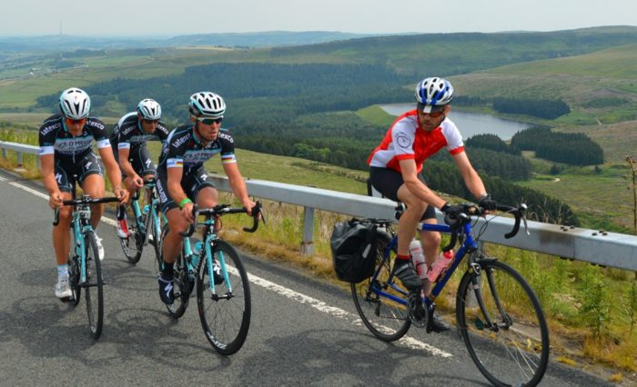 Mark Cavendish cycling up Holme Moss